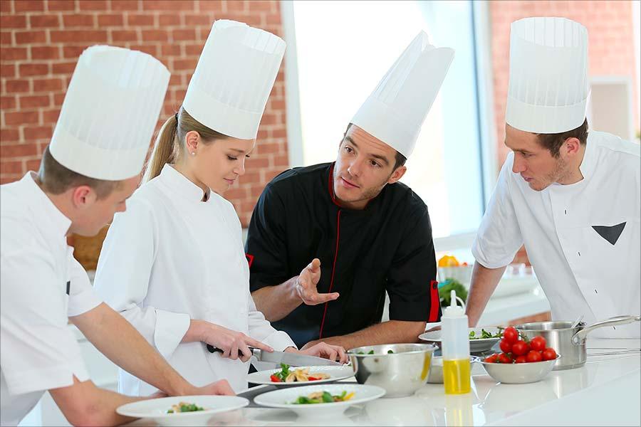 Vous êtes jeune et souhaitez vous former aux métiers de l'Hôtellerie et de la Restauration